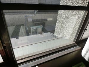 仕上げる窓ガラス