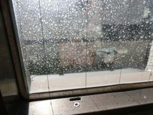 仕上げる窓ガラスの汚れ具合(拡大)