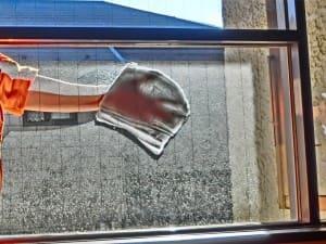 窓ガラスの水洗い開始