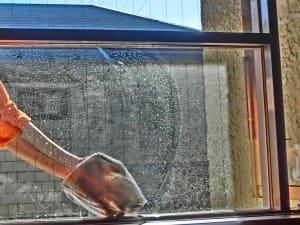 窓ガラスの汚れがみるみる落ちる