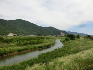 道場の近くには、千曲川が流れています。