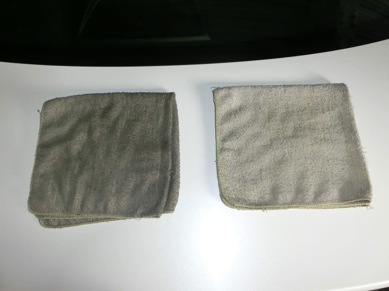 左が汚れたタオルで右が使い始めのタオル。
