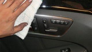 こんなに長い間続けてくれるお客さんに感謝です。そしてその車を洗車中に気付く興味深いこと。