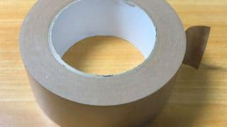 梱包で使うテープのこと。たくさん箱を組み立てるとよく分かる。